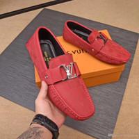prom mens kleid schuhe großhandel-Newst britische Art-runde Zehe-Patent-Entwerfer-Leder-Müßiggänger-Luxusart- und weiseschlupf-Mens-Kleid beschuht die Partei- und Abschlussball-Schuhe der Quasten-Männer