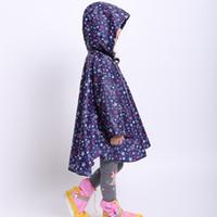 девушки водонепроницаемые плащи оптовых-Waterproof Boys Girls Kids Raincoat Printed Roll Up Thin Rainproof Cloak Lightweight Summer Cartoon Poncho Student Reusable