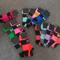 fútbol rápido al por mayor-Novedades Calcetines de estilo rosado Mujeres Fútbol Fútbol Animadoras Baloncesto Adulto de secado rápido Calcetines cortos Calcetines deportivos con etiquetas