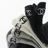 yeni kaykay çorapları toptan satış-Sığ ağız ince çorap kaykay çorap yardım etmek Yeni tasarım Avrupa ve Amerika Birleşik Devletleri kişiselleştirilmiş mektuplar işlemeli tekne çorap düşük