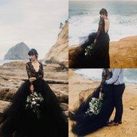 черные пляжные шары оптовых-Черный Gothic Длинные рукава Свадебные платья Vintage Глубокий V шеи Кружева аппликация бальное платье плюс размер пляж платье богемского Люкс
