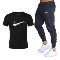 ingrosso uomini di tuta sportiva-Estate Vendita calda Set da uomo T-shirt + pantaloni Due pezzi Set Casual Tuta da uomo 2019 Casual Tshirt Palestre Fitness pantaloni da uomo