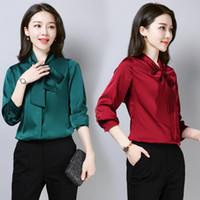 259dece647c Venta al por mayor Elegante Señoras Bow Tie Shirt Mujeres Vintage Verde Rosa  Negro Blanco Blusa Camisa Otoño Satén de seda de manga larga