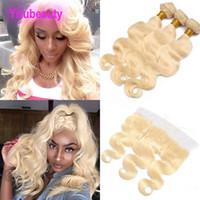 blonde haarfarbe 613 großhandel-Peruanisches reines Haar 613 blonde Bündel mit Schließungs-Körper-Welle 3 Bündel mit 13x4 Spitze-frontaler 613 # Farbe 8-30inch Körper-Welle