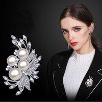 perla de diamantes de imitación broche al por mayor-Las mujeres de plata del tono Cluster Rhinestone cristalino de la perla grande ramo de novia broche