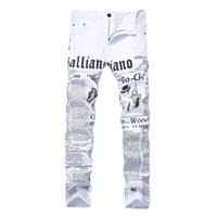 erkek kot pantolon beyaz sığdır toptan satış-Sıcak Satış Erkekler Düz Kot Slim Fit Sıska Beyaz Renk Kot Pantolon Mektup Baskılı Moda Erkek Kot Pantolon Yeni Dropshipping