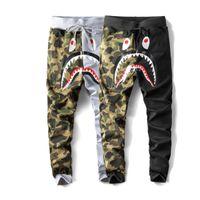 erkeklerin elbise çizgi filmleri toptan satış-Erkekler Sonbahar Ve Kış Yeni sezon köpekbalığı Karikatür baskı rahat pantolon Kamuflaj dikiş pantolon Hip hop gevşek pantolon Sokak giyim