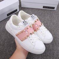 güzel kadınlar düz ayakkabılar toptan satış-En Çok Satan Güzel Kadın Hakiki Deri düşük üst sneaker Perçinler Rahat ayakkabılar Yassı Yuvarlak Toes Dantel-Up Yüksek Kalite ayakkabı boyutu 35 ~ 40