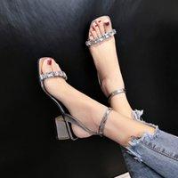 sandálias de dedo do pé aberto venda por atacado-2019 verão novo dedo aberto selvagem com sandálias de diamantes grossos com uma fivela palavra romanos saltos altos