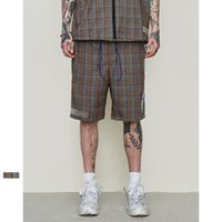 viscosa casual corta al por mayor-Strapback Mens Summer Polyester Viscose Plaid Striped Shorts Casual Hip Hop Streetwear Loose Elastic Watic Lattice Drawstring Shorts para hombres