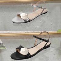 encaje claro hasta zapatos de boda al por mayor-Sandalias clásicas de señora Hebilla Hebilla de metal de cuero Fondo plano Zapatillas de playa Sandalias de mujer de marca de lujo de diseñador Tamaño grande