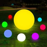lámparas de bar al aire libre al por mayor-7 color RGB LED llevó la bola mágica flotante iluminada piscina bola ligera IP68 muebles al aire libre Bar Lámparas de mesa con control remoto