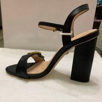 frau sandalen 42 großhandel-Frauen Sandalen mit korrekten Blumenkasten Staubbeutel Schuhe Schlangendruck Slide Sommer breite flache Sandalen Größe; 35-42