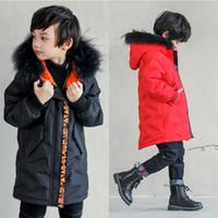 черный мех с капюшоном длинный parka оптовых-Зимняя куртка для мальчика вниз пальто дети длинное пальто меховой воротник куртка красный / черный дети slim down повседневная теплый с капюшоном пиджаки