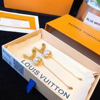 gancho de oreja de borla al por mayor-Diseñador Stud Pendientes ÁNGELES Pendientes Classic Feather Pearl Borla Ear Hook 2019 Accesorios de moda de lujo Alas Dapeng