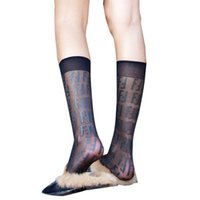 professionelle fußballcamps großhandel-Mode F Brief Stil weibliche Sportsocken schlank war dünn Jacquard Seidenstrümpfe schwarze Frauen atmungsaktive Bein Socken im Freien