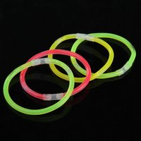 luzes led coloridas venda por atacado-100 pçs / set Glow Sticks Colorido Light Stick Mix Cores Led Partido Colar Fluorescente Pulseira Evento Festival Suprimentos Concerto
