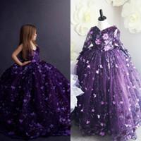 lila hülsenblumenmädchenkleider großhandel-Deep Purple Mädchen Festzug Kleider V-Ausschnitt Spitze 3D Floral Appliques Ballkleid Blumenmädchen Kleid für Hochzeit Maßgeschneiderte abnehmbare Ärmel