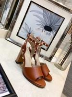 sandálias de couro feminino venda por atacado-Designer de Mulheres Saltos Coloridos 8.5 cm Sandálias de Alta Qualidade T-cinta de Alta-salto alto Bombas de Couro Senhoras Vestido de Patente Único Sapatos de salto para o sexo feminino