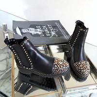 botas de fundo vermelho feminino venda por atacado-Designer de moda de Luxo Ankle Martin Botas Mulheres Rebites Fundo Vermelho Shors Quadrado Plataforma de Salto Cavaleiro Motocicleta Botas De Couro de Vaca SZ 35-40