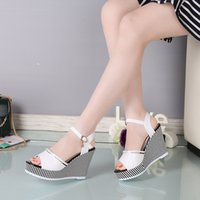 frauen weiße sandalen strasssteine großhandel-Frauen Keil Sandalen sexy Peep Toe Plattform 10cm High Heels Sandalen Mode Schnalle Strass Partei Schuhe schwarz weiß