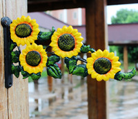 ingrosso pentole in ghisa-2 pezzi girasoli decorativi in ghisa vaso da fiori gancio appendiabiti paese giardino in metallo da parete decorazione dell'organizzatore del fiore vintage retrò