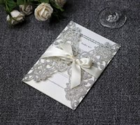 invitaciones blancas de lujo al por mayor-Luxury Silver Glittery Tarjetas de invitación de boda con corte láser con cinta blanca Invitaciones para la despedida de soltera de la ducha de graduación de cumpleaños