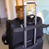 bolsa grande de equipaje negro al por mayor-Moda caliente Mujer Hombre Cadenas negras Gimnasio Bolsas de lona Oxford Bolsos de viaje Bolsa de equipaje Deportes al aire libre Bolsas de gran capacidad Bolsas de alta calidad