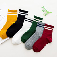 koreanische frauenstrümpfe großhandel-Japanische Frauen Freizeit Socken zwei Bars Strümpfe Baumwolle Straße koreanische Version Strümpfe College Sports Style Socken LJJJ6