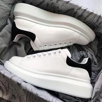 ingrosso nuove scarpe piatta per le ragazze-Alexander McQueen New Designer scarpe 3M scarpe casual riflettenti in pelle bianca per ragazza donna uomo oro nero rosso moda comoda sneakers piatte taglia 35-44