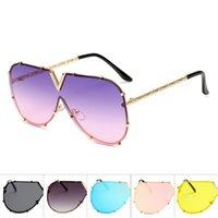 renkli güneş gözlüğü toptan satış-V şekli Yapışık Lens Güneş Man ve erkek moda Sunglass Metal Çerçeve Tatil Gözlük Seyahat Yüksek Kaliteli Renkli 14am D1