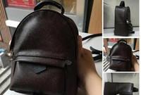 mochilas de estilo masculino al por mayor-TOP PU de alta calidad PU Europa bolso de los hombres Famosos diseñadores bolsos de lona mochila mochila escolar F1 Mochila Estilo mochilas marcas # 8888G