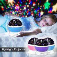nachtlichtfarben großhandel-3 Farben LED Rotierenden Projektor Sternenhimmel Nacht Lampe Romantische Projektionslicht Mond Himmel Romantische Nachtlicht Neuheit Artikel CCA11061 48 stücke