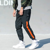 pantalon jeans großhandel-Mode Streetwear Casual Männer Jeans Loose Fit Japanischen Stil Cargo Pants Streifen Patch Harem Pantalon Hip Hop Jogger Hosen Hombre
