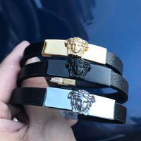 neueste armbänder großhandel-neue neueste gold schwarz silber farbe armbänder große marke stil charme armband medusa armband hohe qualität beschichtung farbe high-end