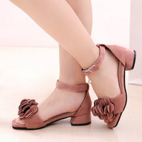 zapatos de tacón bajo para niñas al por mayor-2019 niños calientes princesa sandalias zapatos de vestir para niña niños niñas gamuza flores sandalias tacones bajos Fille sandalia zapatos de niña