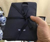 pinceles de maquillaje vip al por mayor-2019 nueva bolsa de almacenamiento de maquillaje de 3 carpetas de regalo VIP con espejo cepillo de moda / ceja / lápiz labial estuche multiusos