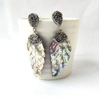 tallas de hojas al por mayor-1 par de conchas de abulón en forma de hoja Tallas pendientes Pendientes de cristal de diamantes de imitación pavimentados Pendientes de gota para mujeres Joyas ER871