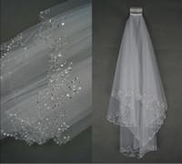 fildişi beyaz renk toptan satış-Lüks Düğün Veils Düğün Gelin Peçe 2-Layer El Yapımı Boncuklu Crescent edge Gelin Aksesuarları Peçe Beyaz ve Fildişi renk stokta