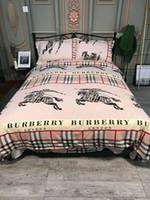edredón de marca al por mayor-Hot Brand S Logo Print Juego de cama de lujo Hojas en forma Ropa de cama Funda nórdica Juego de fundas de almohadas Doble King Size King Queen de alta calidad