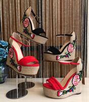 strohboden sandalen großhandel-Sommer Frauen Plattform Keile Sandalen Peep Toe Knöchelriemen Frauen Bestickte Schuhe Wildleder Designer Straw Bottom Damen High Heels Sandalen