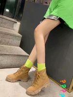 neue schuh europäische stile großhandel-Europäische Art Gezeiten-Mädchenfrauen lädt lederne Art der Frau britische elegante starke Ferse Veloursleder-Aufladungen Martin New Shoes auf freies Verschiffen