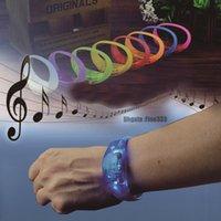 pulseras de sonido activado al por mayor-8 colores activados por voz Control de sonido Led intermitente pulsera de silicona control de vibración brazalete Navidad año nuevo decoración de la boda