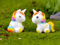 ingrosso miniature per giardini fiabeschi-10pcs carino arcobaleno unicorno accessori di decorazione della casa moderna fata di Natale giardino pop figurine in miniatura fata casa vivente
