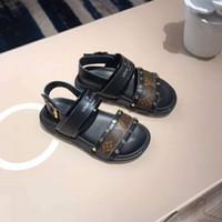 ingrosso nuovi sandali del bambino dei disegni-2019 sandali per bambini per bambino ragazzo ragazza pelle lettera vamp design classico EU 26-35 2019 estate nuove scarpe per bimbo bambina