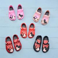 zapato del agujero de la jalea al por mayor-Zapatos de los niños Mini Melissa sandalias de diseño antideslizante de dibujos animados antideslizante Agujeros Zapatos Suave jalea del arco iris sandalias de bebé niñas zapatos de playa A61301