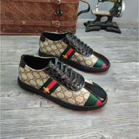 ingrosso vestiti causali neri-I nuovi uomini di modo di alta qualità di alta Top stile britannico Rrivet causale scarpe di lusso da uomo rosso oro nero fondo scarpe scarpe da sera