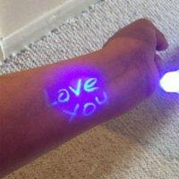 caneta de tinta invisível luz preta venda por atacado-4 PCS Magia 2 Em 1 UV Black Light Combo Papelaria Criativa Marcador caneta Marcador Caneta de Tinta Invisível Populares Cor Aleatória