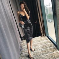 samt marke frauen kleidung großhandel-Frauen Sexy Samt Kleid Hohe Qualität Dünne V-ausschnitt Kleider Bodycon Marke Designer Kleidung Kurze Stil Vestido Verbandkleid