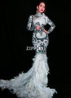 robe de bal en rhodèle plume blanche achat en gros de-Noir Blanc Strass Fleurs Long Train Plume Robe Glisten Costume Femmes Bal Anniversaire Célébrer Robes Sexy Vêtements De Soirée